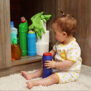 خطرات ناشی از در دسترس بودن مواد شوینده برای کودکان