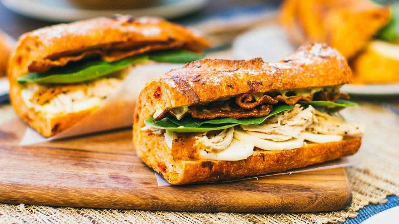 ساندویچ باگت کالباس مرغ نامی نو در کارتن 24 عددی