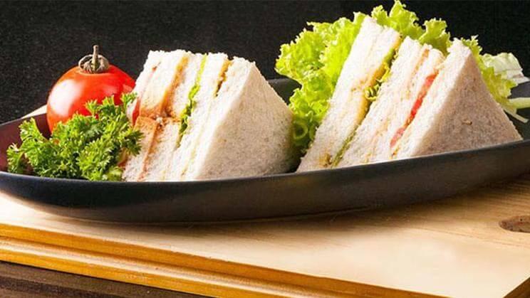 ساندویچ باگت الویه کالباس نامی نو در کارتن 24 عددی