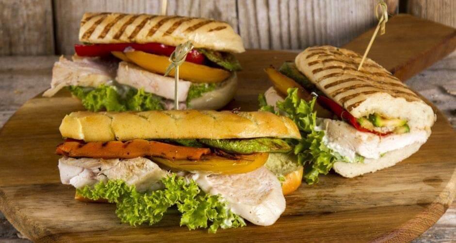ساندویچ باگت فیله مرغ نامی در کارتن 24 عددی