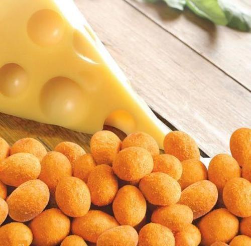 بادام زمینی روکش دار پنیری مزمز در کارتن 24 عددی