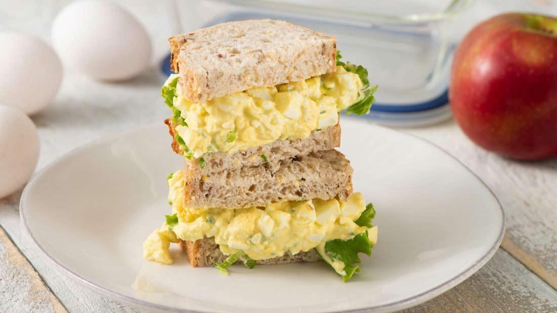 ساندویچ نیم باگت الویه مرغ نامی نو در کارتن 24 عددی