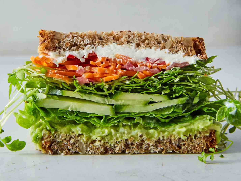 ساندویچ مک پنیر، گردو و خرما نامی نو در کارتن 16 عددی