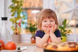 کودکان صبحانه مقوی و رنگی را دوست دارند